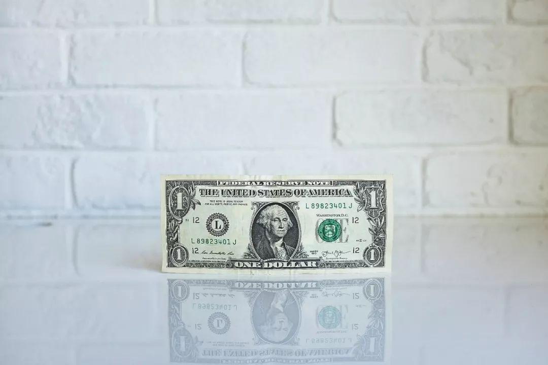一段失败的世界货币发明史:从黄金美元、石油美元到加密美元