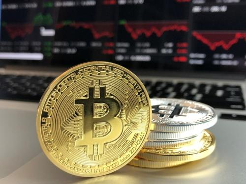 未来1个比特币能值多少:百万美元还是一文不值?
