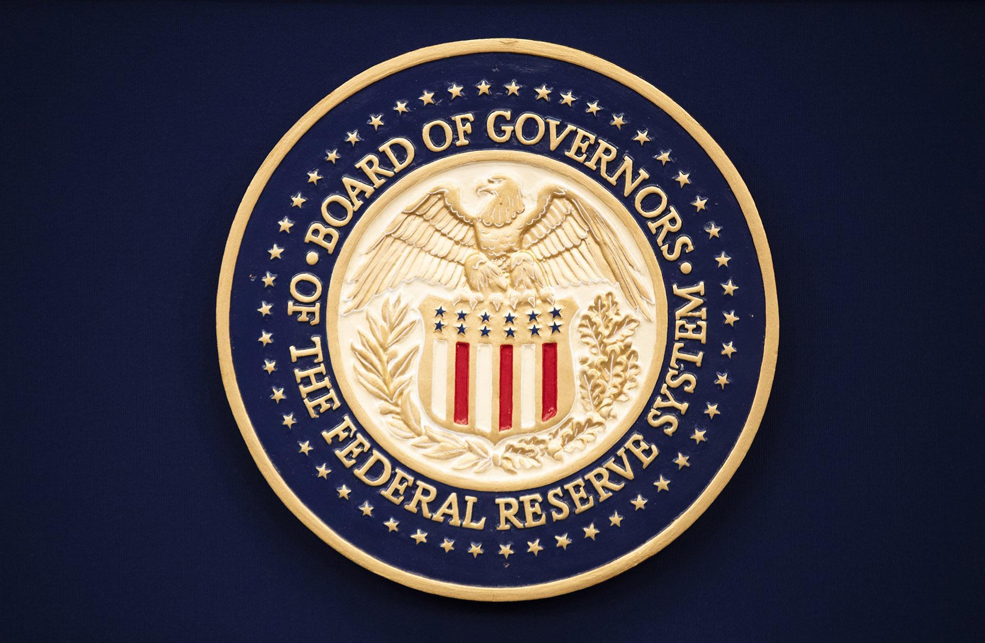 美联储政策声明:继续将基准利率维持在当前水平