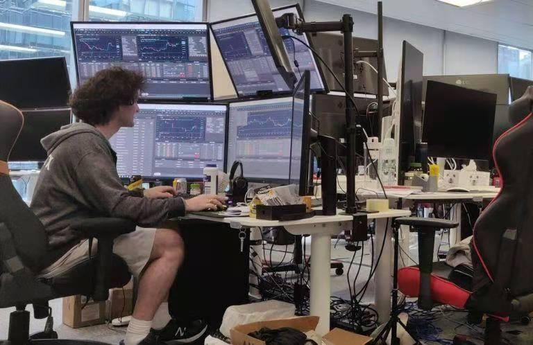 "SBF传奇人生:28岁年轻操盘手,加密市场""空手套白狼""成就亿万身家"